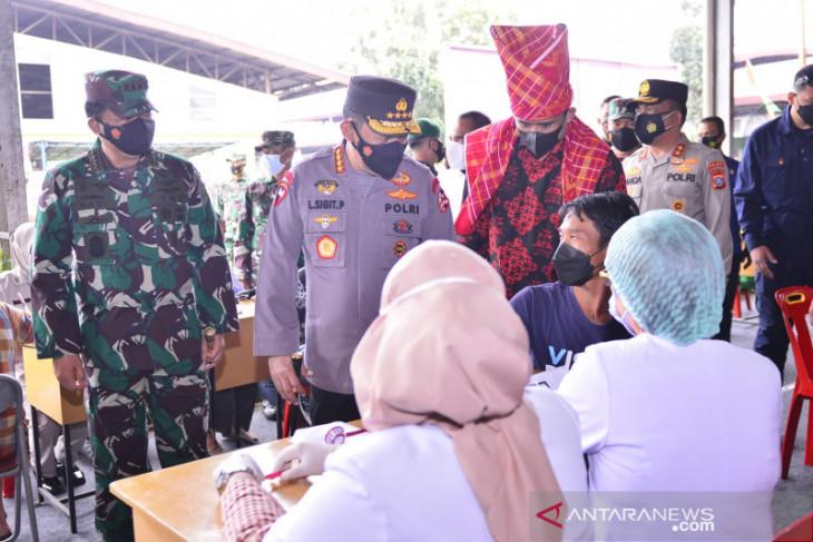 Panglima TNI: Vaksinasi di pasar untuk melindungi pelaku usaha