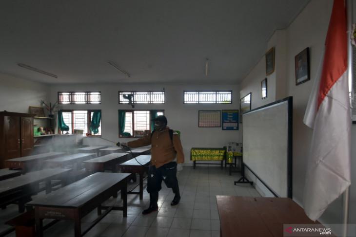 Satgas COVID-19 lakukan sterilisasi sekolah di Denpasar jelang PTM