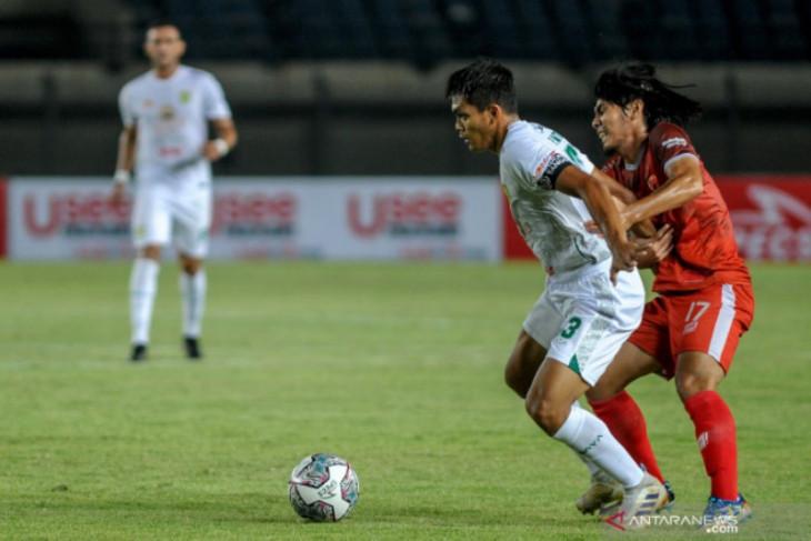 Pelatih Persebaya kecewa atas penampilan anak asuhnya saat dikalahkan PSM Makassar