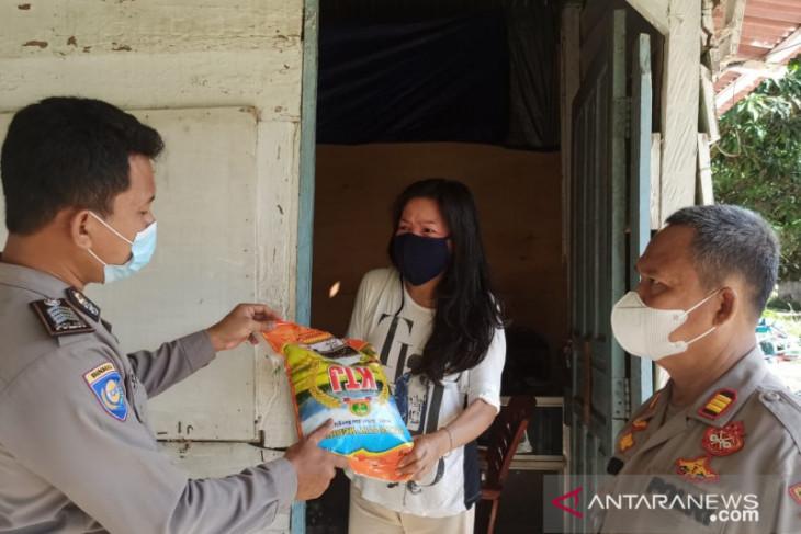Polres Bangka Barat bagikan bantuan 120 paket sembako