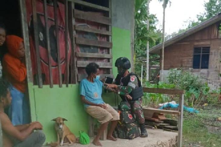Satgas TNI beri pengobatan keliling untuk warga perbatasan