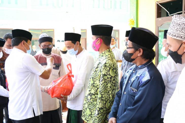 Pemkab Tangerang salurkan bantuan 700 paket sembako kepada pengurus LKKS