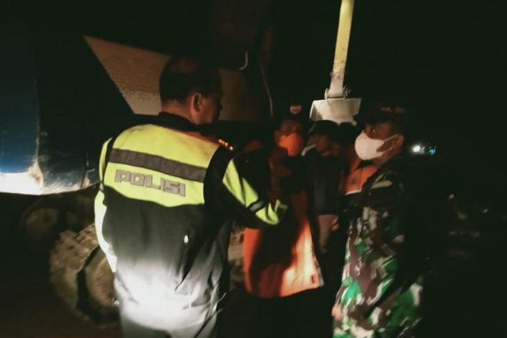 Longsor di Tapsel, akses kendaraan Padang Sidempuan - Angkola Selatan lumpuh total