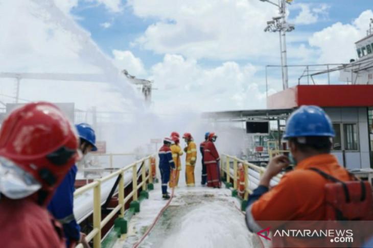 Pertamina gelar operasi darurat di Dermaga Fuel Terminal Pangkalbalam