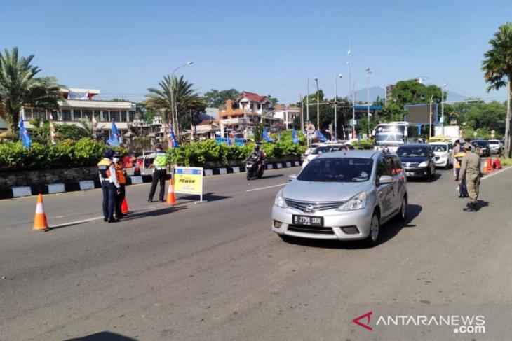 Polisi putar balik 2.745 kendaraan berpelat ganjil tujuan Puncak Bogor