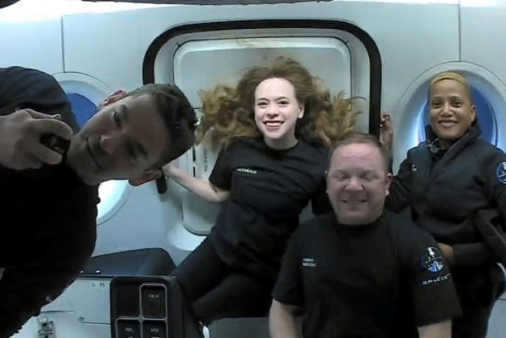 SpaceX daratkan kapsul berpenumpang sipil di kawasan Florida