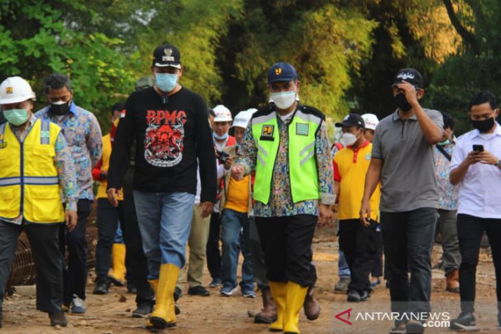Pemkot Bekasi cek dua lokasi rawan banjir antisipasi musim hujan