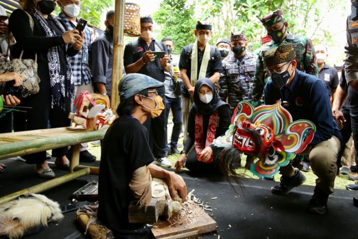 Sandiaga sebut Banyuwangi sebagai salah satu etalase ekonomi kreatif