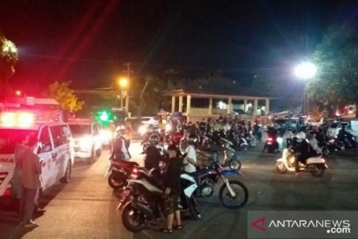 Tim Yustisi Belitung bubarkan kerumunan pengunjung halaman gedung nasional