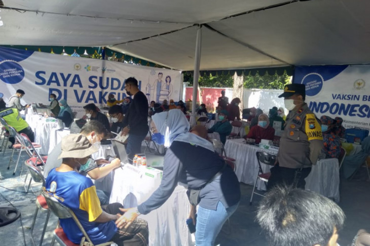 Ribuan warga ikuti Vaksinasi Bersama Ning Lucy di Kota Surabaya