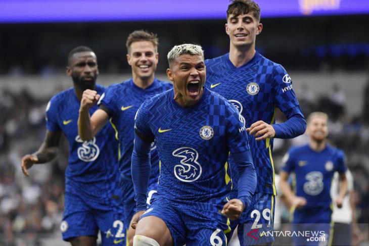 Chelsea memuncaki klasemen Liga Inggris sementara