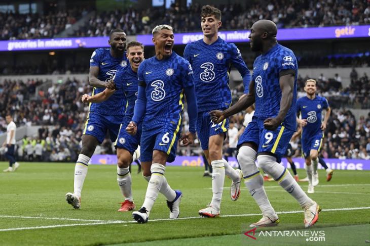 Chelsea lumat Tottenham untuk puncaki klasemen