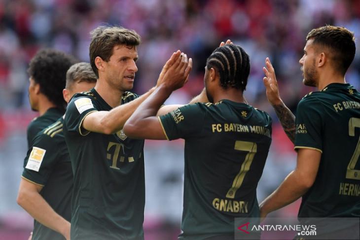 Frankfurt bantu Bayern duduki puncak