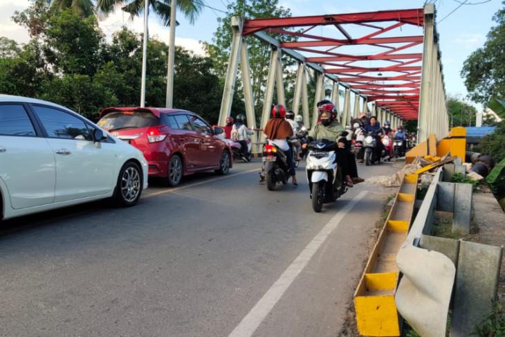 Jembatan utama Paringin diperkirakan rampung Desember