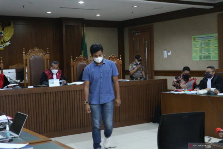 Pertemuan mantan penyidik KPK dengan Azis Syamsuddin diungkap saksi