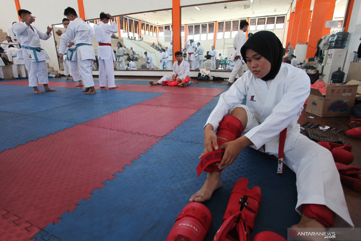 Latih Tanding Atlet Karate Jawa TImur
