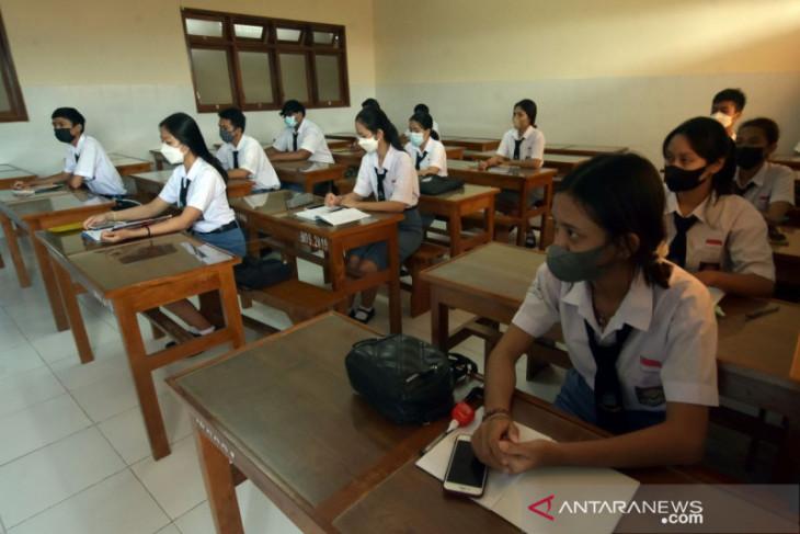 Siswa SMK PGRI 3 Denpasar ikuti pembelajaran tatap muka