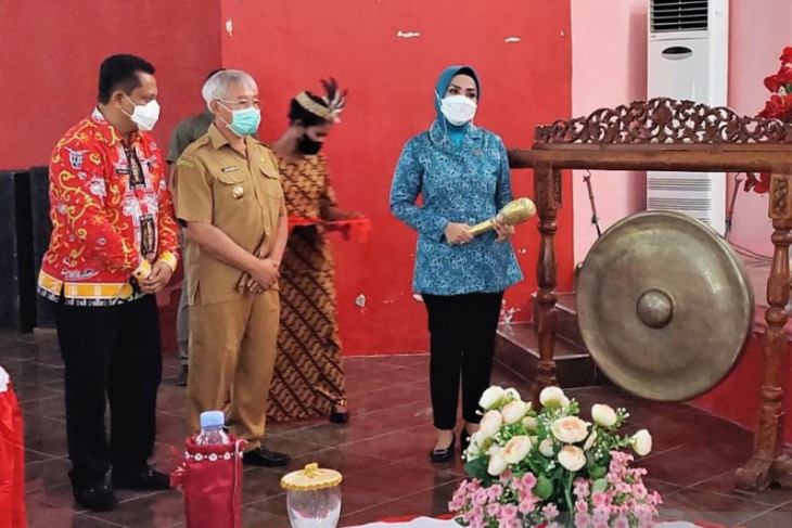Ketua PKK Maluku ajak warga Kepulauan Aru kelola sampah peluang pendapatan keluarga
