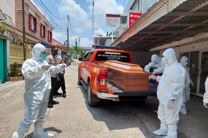 Polisi evakuasi jenazah pasien isoman di penginapan