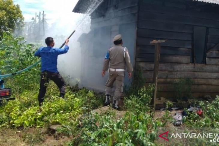 Rumah papan nenek 70 tahun di Sipirok terbakar gegara arus pendek
