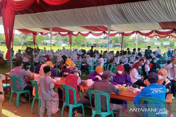 1.917 warga Ciomas Kabupaten Serang ikuti vaksinasi