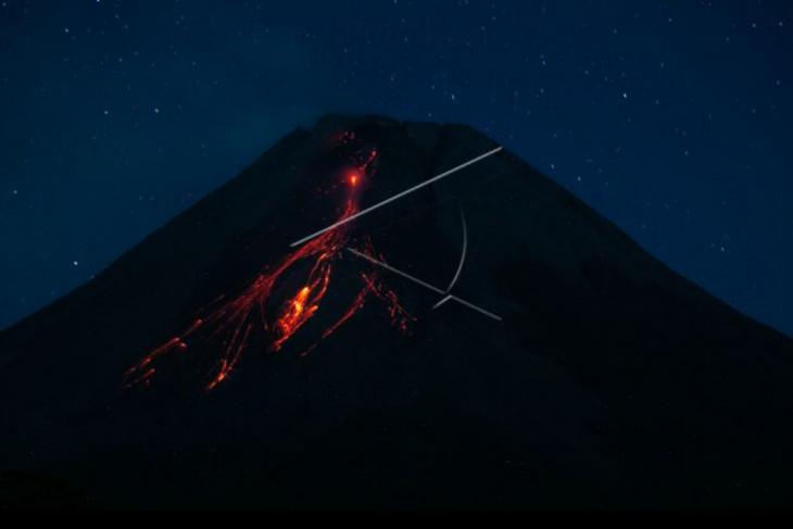 Gunung Merapi luncurkan 18 kali guguran  lava pijar ke barat daya