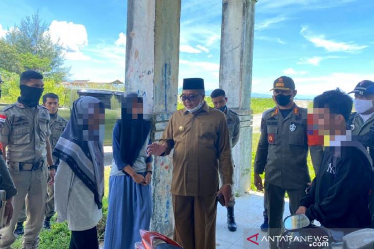 Bupati Aceh Barat gerebek pasangan pacaran di Pantai Wisata Ujung Karang