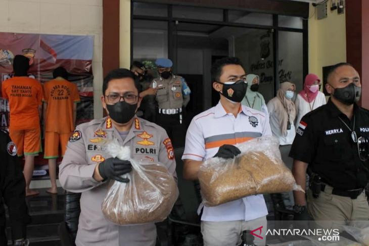 Polisi ungkap beruntun peredaran biang tembakau sintetis asal China