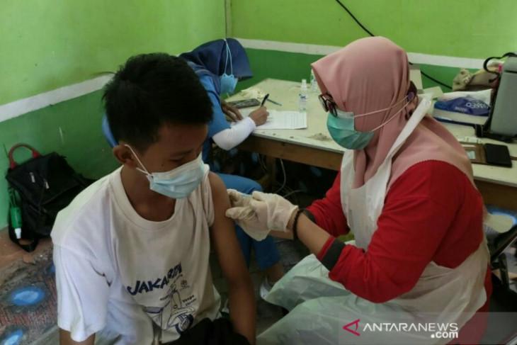 Puskesmas kota kejar target vaksin pelajar