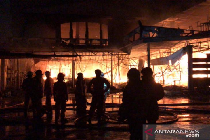 Swayalan Cahaya di Jakarta diamuk api