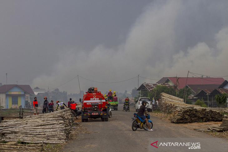 Kebakaran Lahan Di Kalsel Mendekati Permukiman Warga