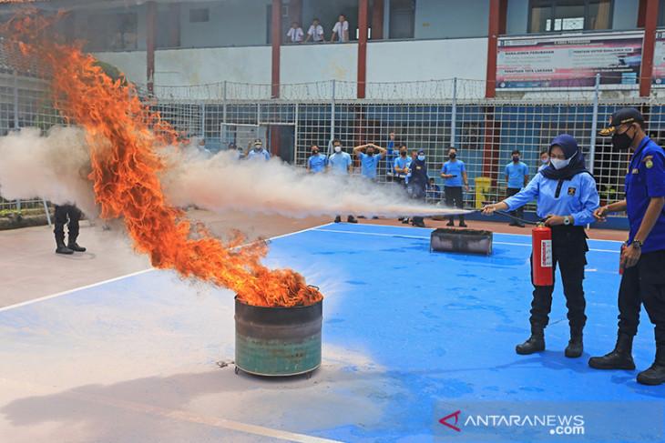 Latihan penanggulangan kebakaran di lapas