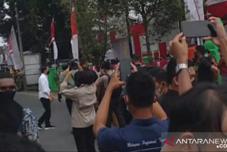 Warga Kota Serang antusias sambut kedatangan Presiden Jokowi
