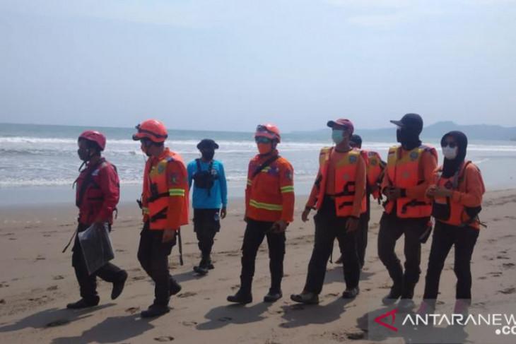 Upaya tim SAR temukan korban tenggelam di laut belum membuahkan hasil