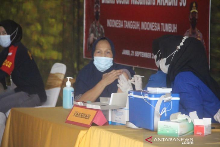Alumni Akabri 1998 gelar vaksinasi 1.000 dosis dan bagikan sembako di Jambi