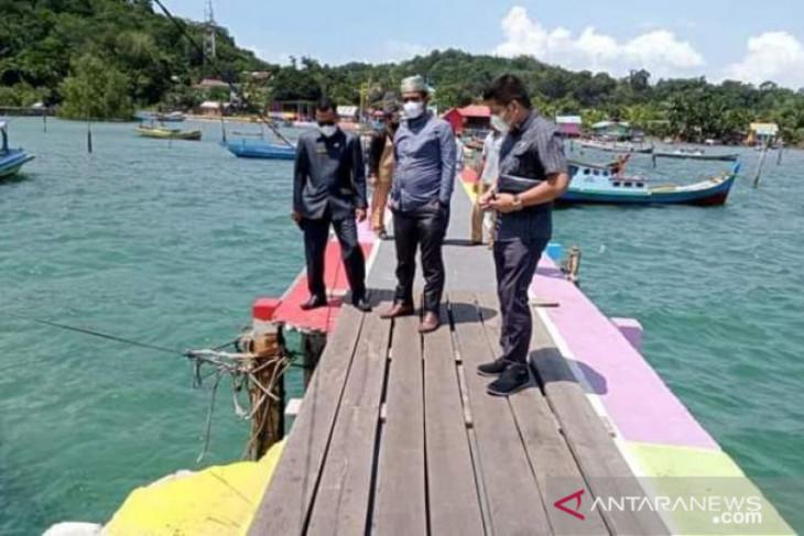 Komisi I dan II DPRD Belitung tinjau kerusakan dermaga Suak Gual