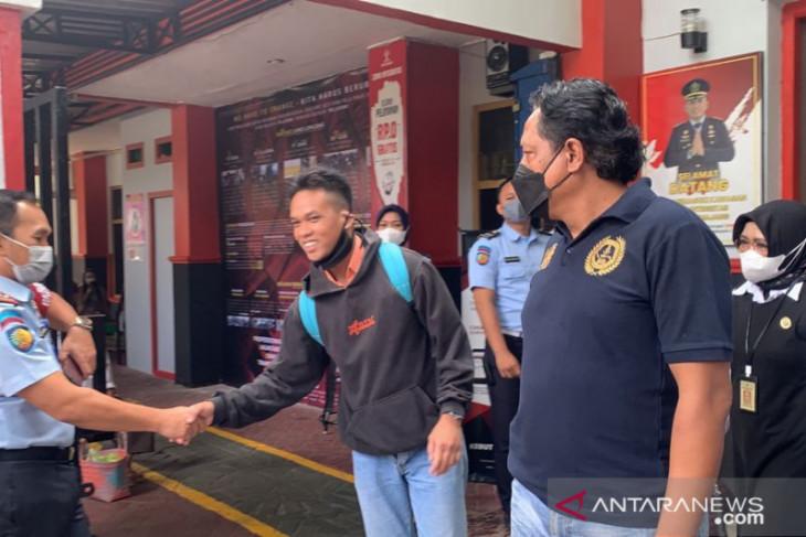 Lumajang prison's terror inmate freed after pledging allegiance to RI