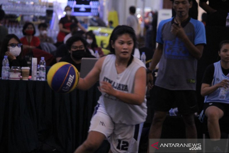Basketball player enters PON fray for late brother