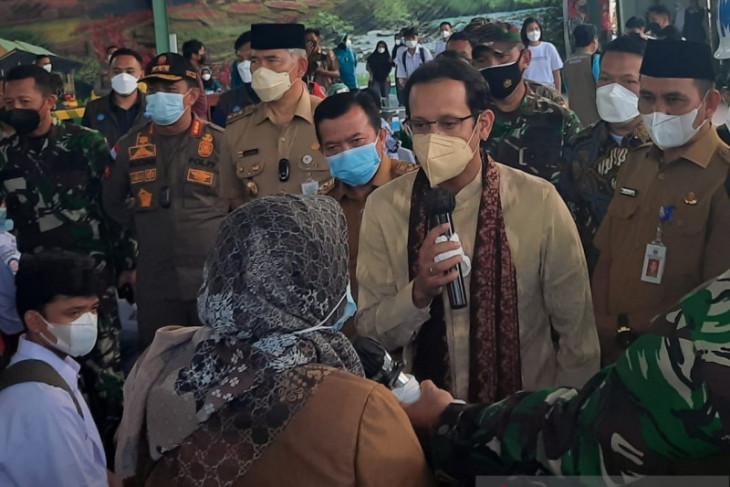Mendikbud tinjau vaksinasi guru dan peserta didik di Jambi