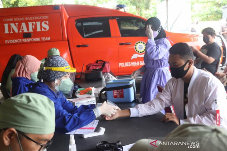 Masyarakat antusias ikuti vaksinasi COVID-19 di Polres HSS