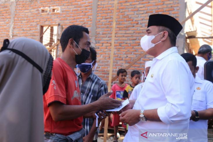 Korban kebakaran Panyabungan III dapat bantuan Bupati Madina