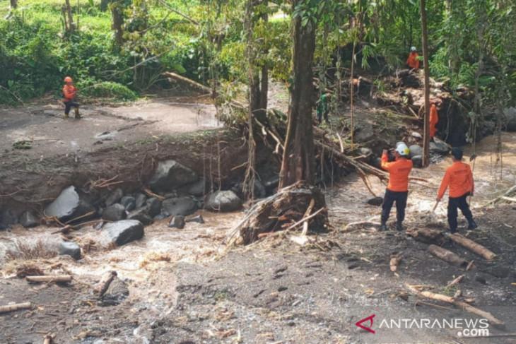Nenek Welly korban banjir bandang belum ditemukan