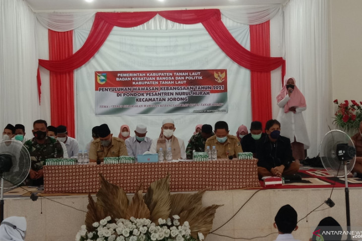 Kesbangpol gelar penyuluhan wawasan kebangsaan di Ponpes Nurul Hijrah Desa Alur