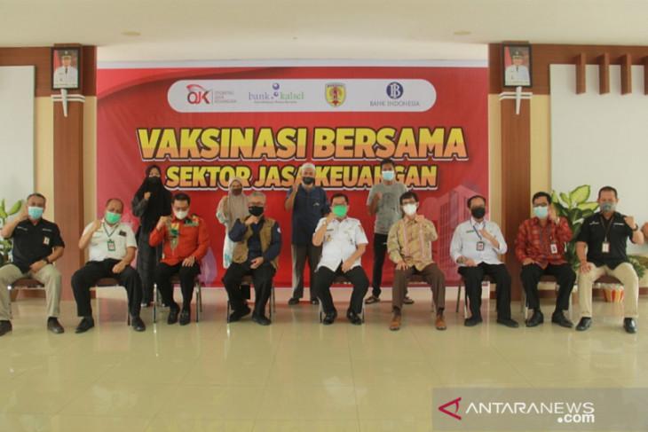 OJK dan Bank Kalsel gelar vaksinasi bagi karyawan dan warga di HST