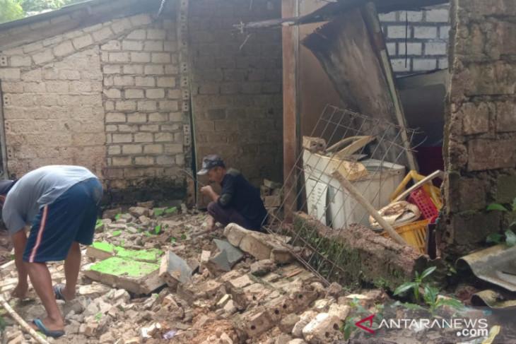 Bencana longsor dan angin kencang terjang dua kecamatan di Sukabumi
