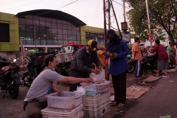 Pedagang di Kota Surabaya diperbolehkan jualan hingga pukul 24.00 WIB