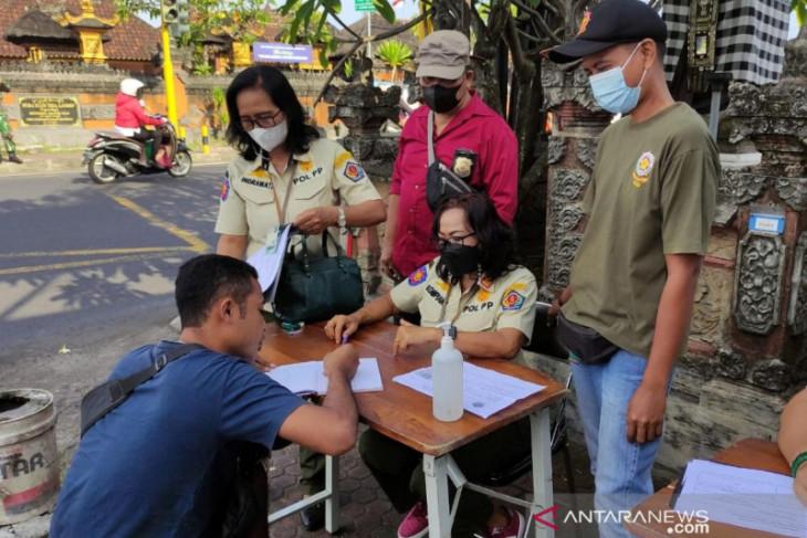 Tim Yustisi Denpasar tindak 20 pelanggar prokes