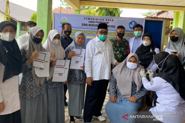Bupati sebut Siswa dan warga Aceh Barat rebutan suntik vaksin COVID-19