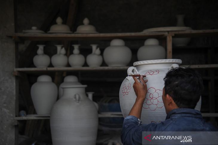 Produksi keramik di Kabupaten Sumedang