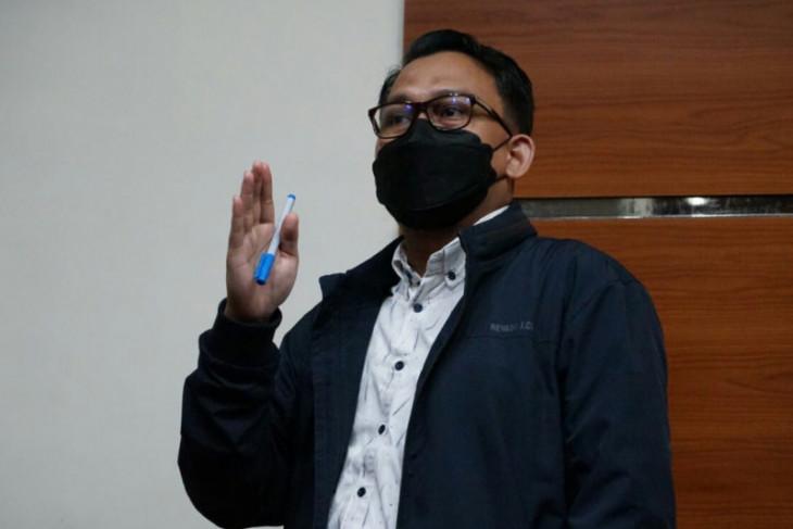KPK  eksekusi Terpidana suap pengadaan Pemkab Banggai Laut ke Lapas Luwuk